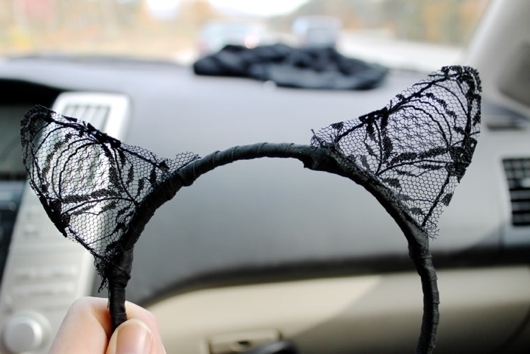 How to Make Lace Cat Ears for a DIY Catwoman Costume