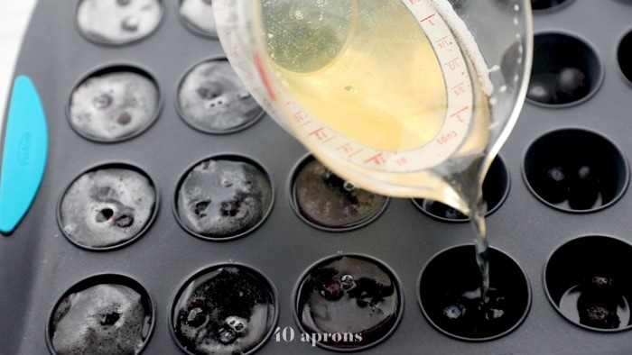 Fill each muffin tin with champagne gelatin mixture