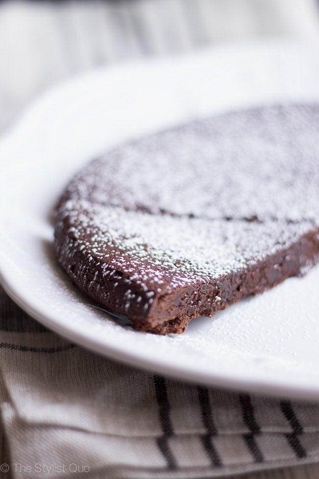 Flourless Chocolate Cake / The Stylist Quo