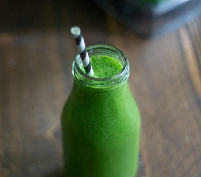 4-Ingredient Green Smoothie. Easy, quick, cheap, deeeeelicioius.