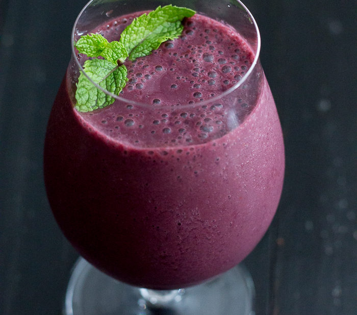 Berry Mojito Smoothie. Cool mint and sweet summer berries mingle together for the perfect summer smoothie!
