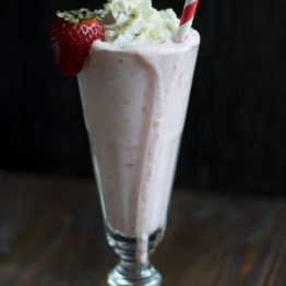 Strawberry Cheesecake Milkshakes (Vegan)