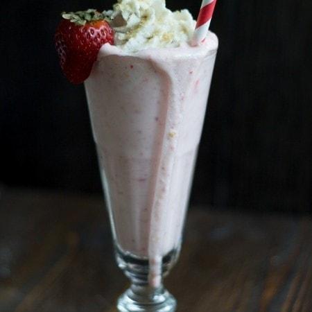 Strawberry Cheesecake Milkshake (Vegan) with Tofutti! Perfectly rich and so easy to make, mmmmm