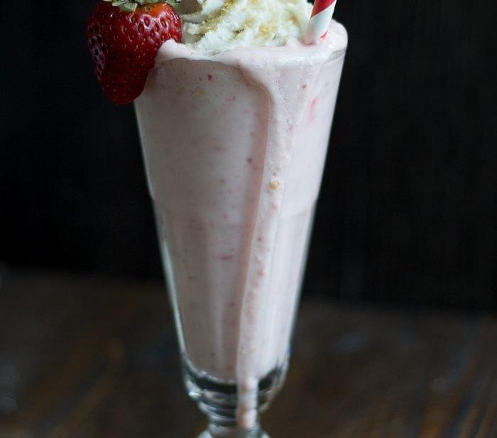 Strawberry Cheesecake Milkshakes (Vegan)