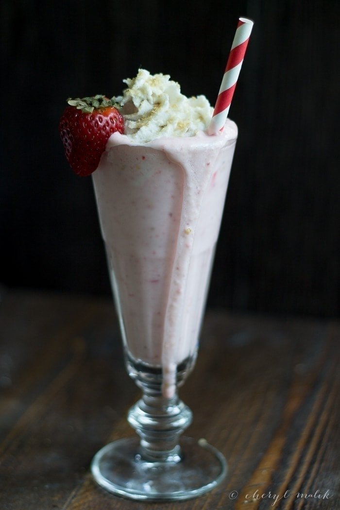 Strawberry Cheesecake Milkshake (Vegan) with Tofutti! Perfectly rich and so easy to make, mmmmm