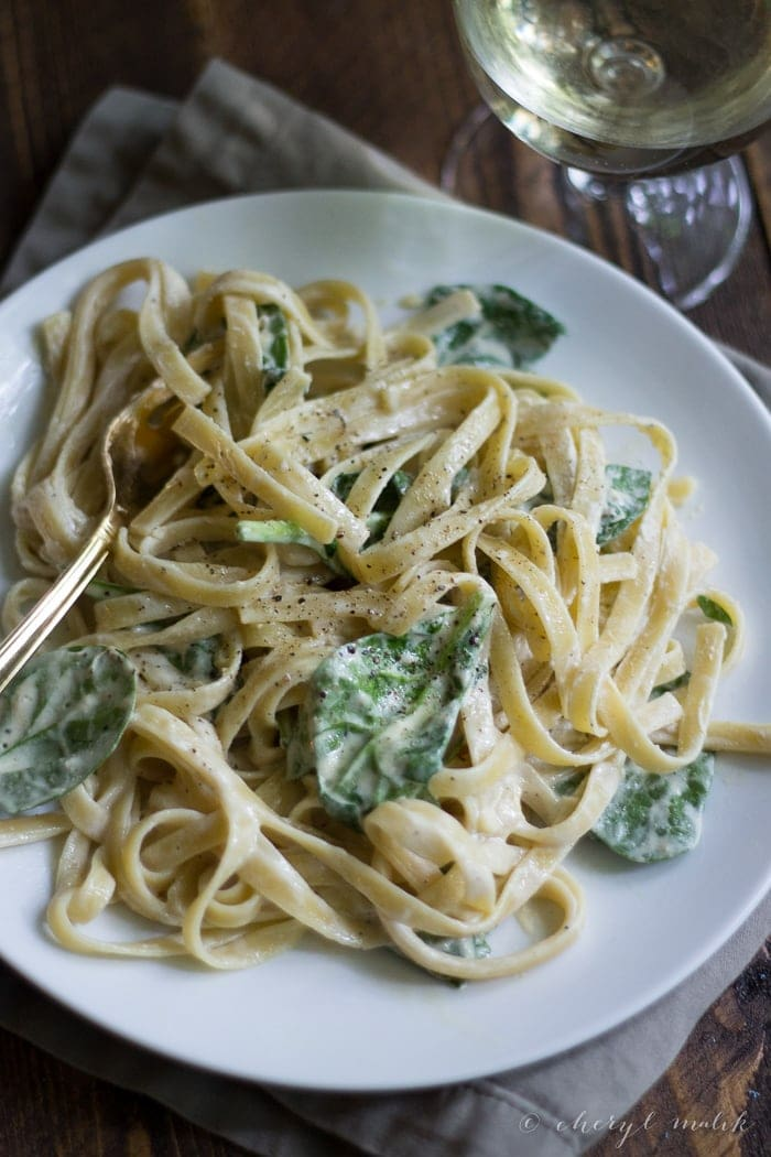 Vegan Alfredo Sauce - The perfect vegan alfredo sauce using Tofutti Better Than Cream Cheese