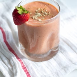 Strawberry Goji Maca Smoothie