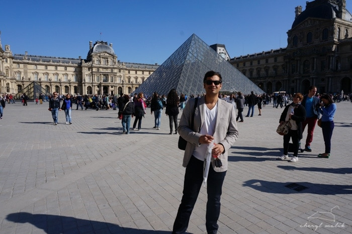 And then we happened to realize the Louvre was nearby and that we should take pictures of ourselves in front of touristy things (without actually having to go through with them this go-round)!