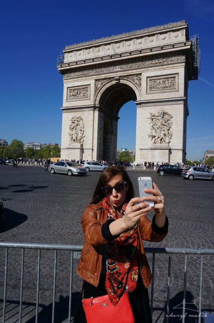 Lots of people took selfies in front of the Arc.