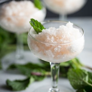 Grapefruit Mint Granita : perfectly refreshing, simple, and elegant. Vegan. // 40 Aprons
