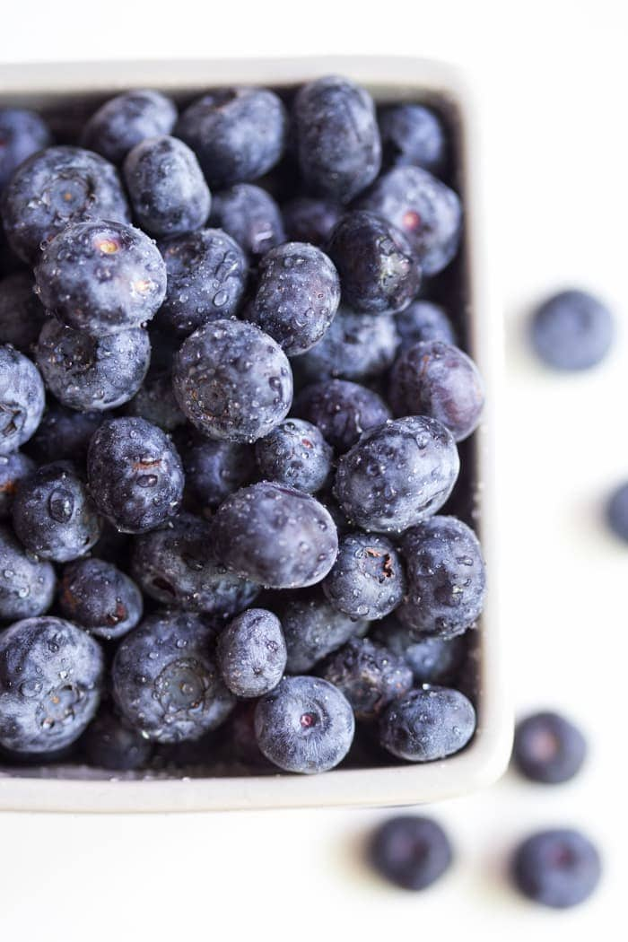 Blueberry Muffin Smoothie - indeed, a smoothie that tastes just like a blueberry muffin! // 40 Aprons