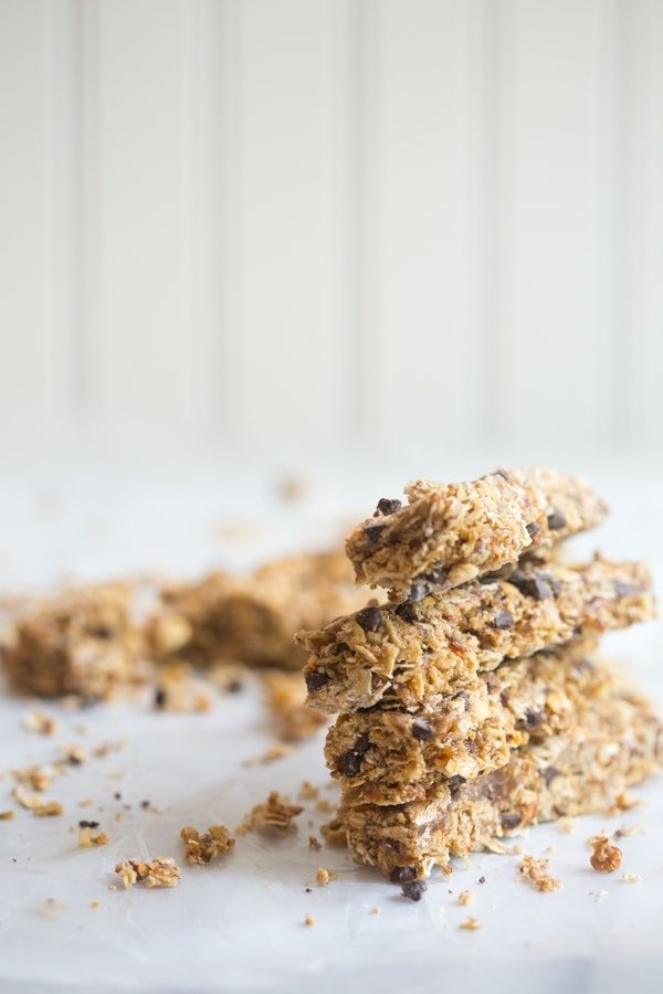 Peanut butter chocolate chip protein granola bars - so easy, quick, and perfect for pregnancy (and everyone else, too, of course!) // 40 Aprons