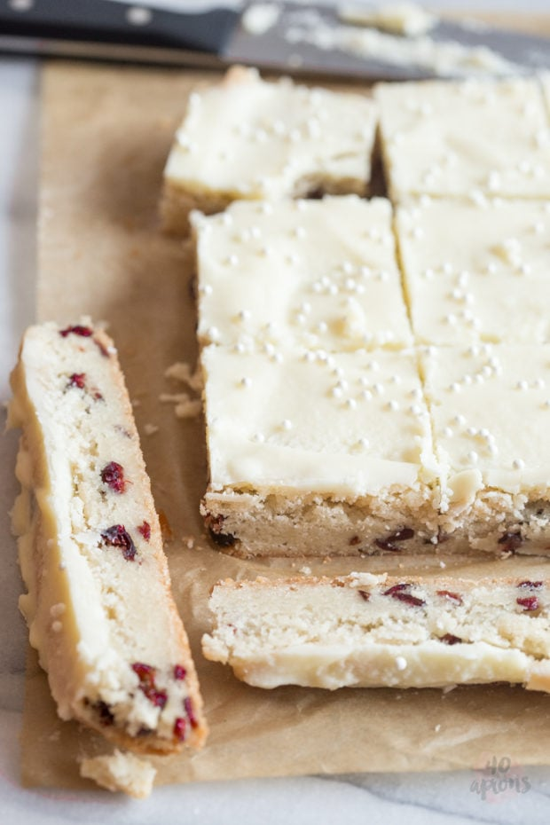Oh so easy cranberry white chocolate cookie bars. Perfect for the holidays! // 40 Aprons