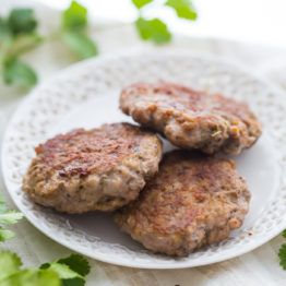 This easy whole30 breakfast sausage tastes surprisingly like the store bought stuff but with no added sugars or preservatives. It comes together with 6 ingredients in only 5 minutes, so this easy Whole30 breakfast sausage will become a new Whole30 breakfast favorite! Also a fantastic paleo breakfast sausage for your paleo breakfast bakes. Nom.