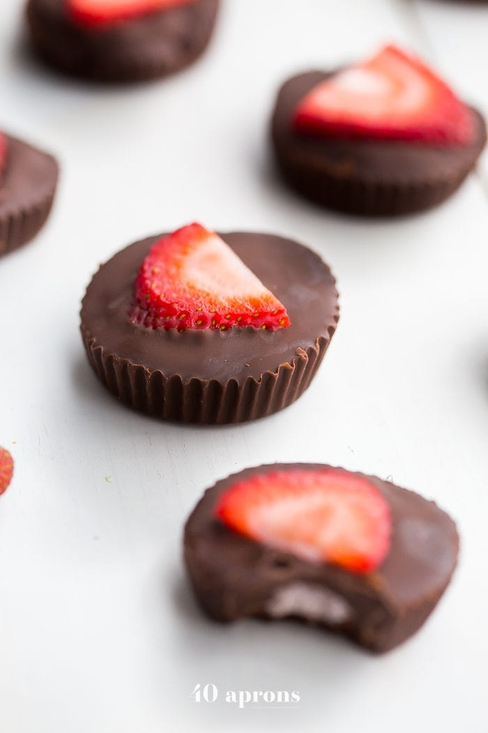 These chocolate strawberry coconut butter cups are a delicious paleo dessert. Rich chocolate cups stuffed with homemade strawberry coconut butter? Kind of my your new favorite vegan chocolate cups, pretty sure! These paleo chocolate cups made with only five ingredients but are super impressive. Yum!