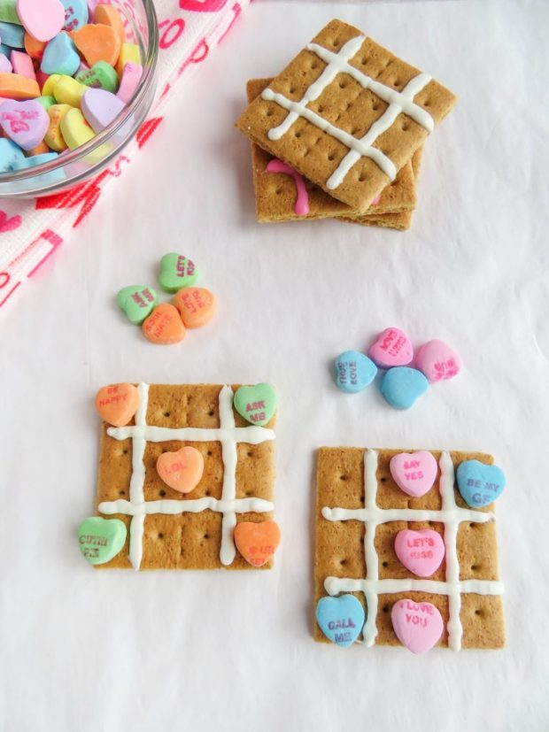Valentine Tic Tac Toe for Valentine's Day snacks for the classroom
