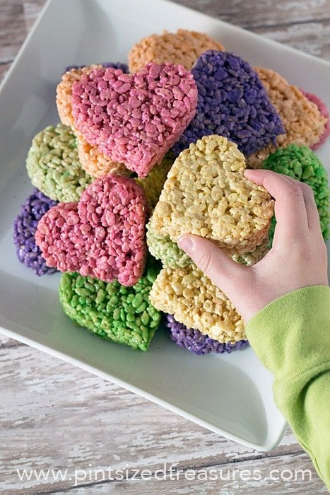 Heart Shaped rice krispie treat pops for Valentines Day snacks for theclassroom
