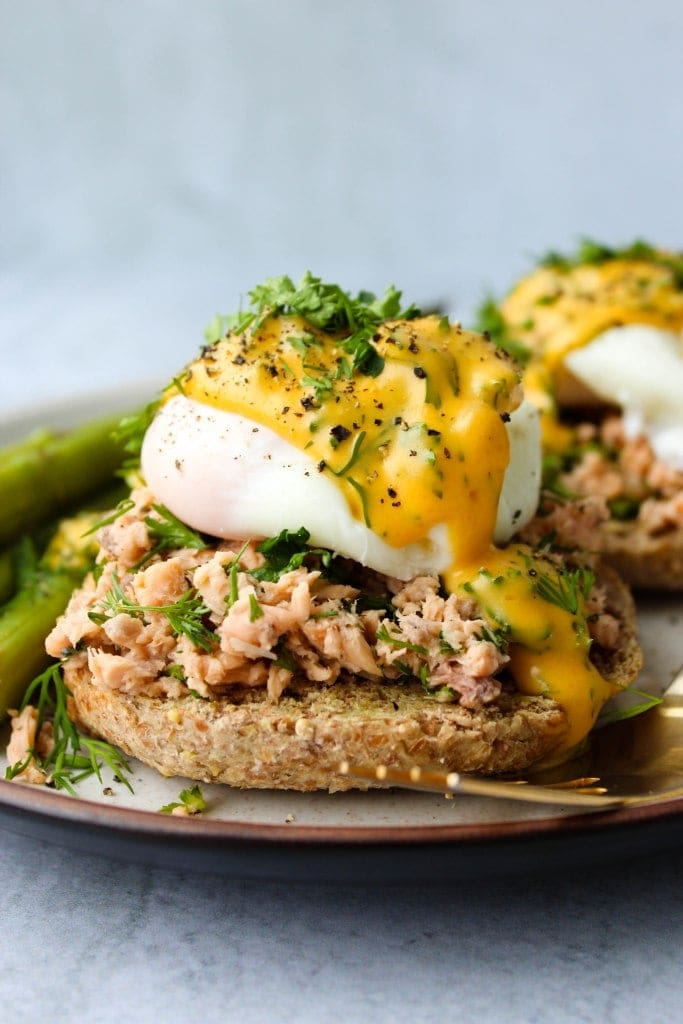 Eggs Benedict with canned salmon
