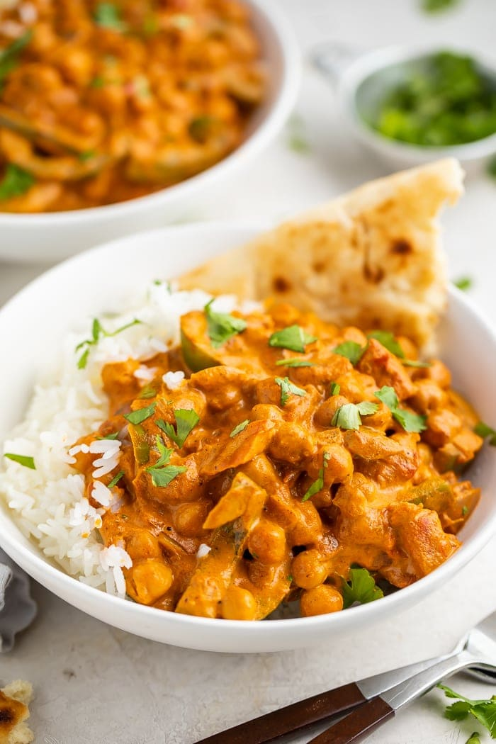 Bowl of chickpea tikka masala with naan