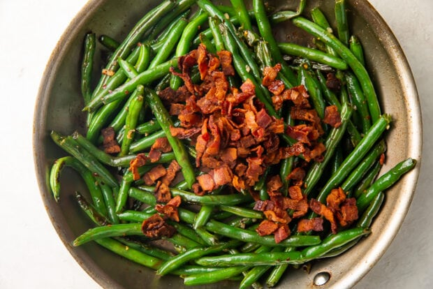 Green beans with bacon in skillet