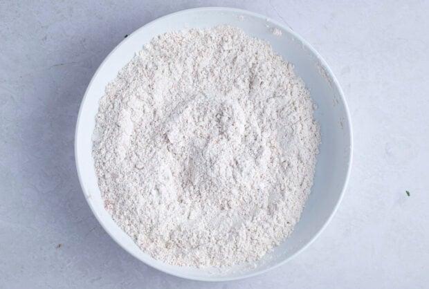 Flour mixture for gluten free fried chicken