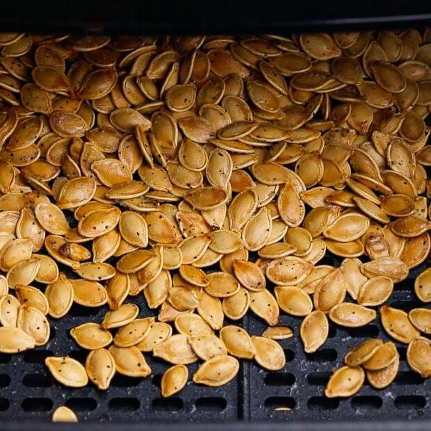air fryer pumpkin seeds step 3