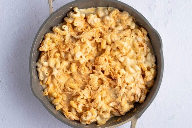 Buffalo chicken mac and cheese in large skillet