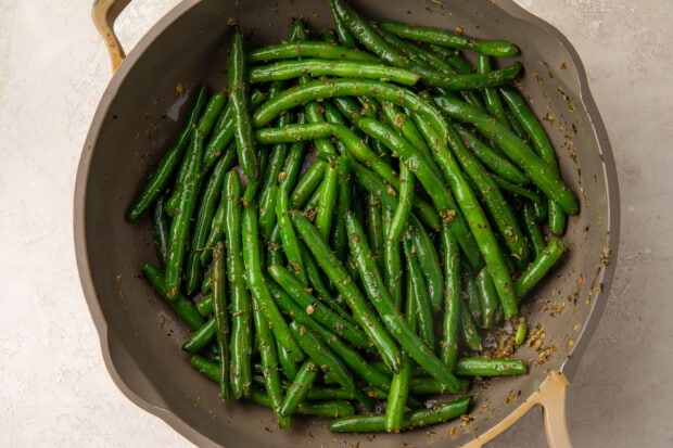 Italian green beans in large skillet