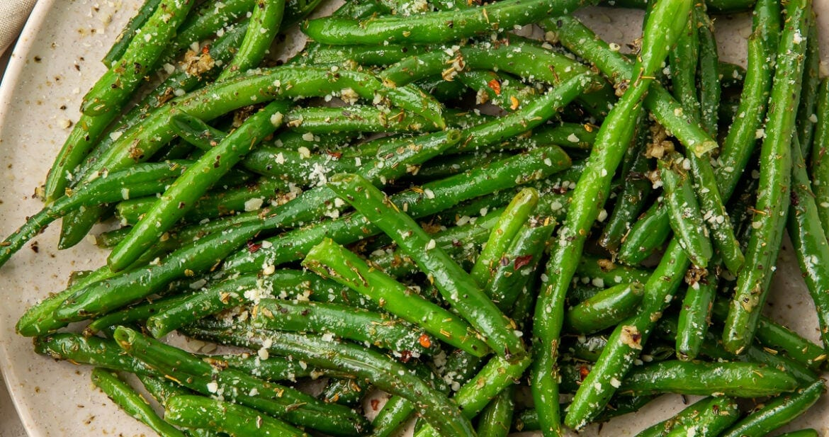 A large plate of Italian green beans